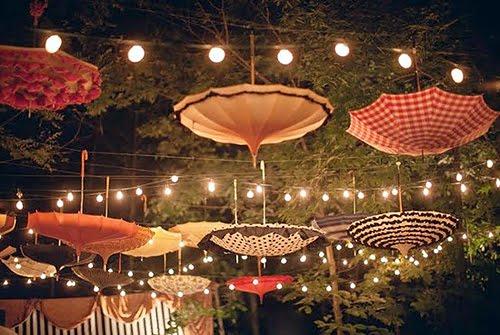 iluminación de vuestra boda paraguas colgados